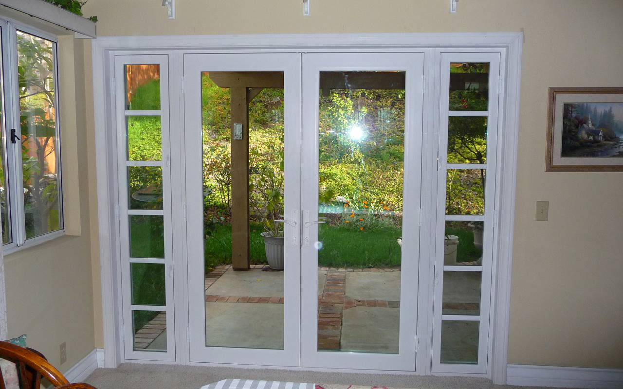 Patio doors and french doors for Sliding french doors with sidelights